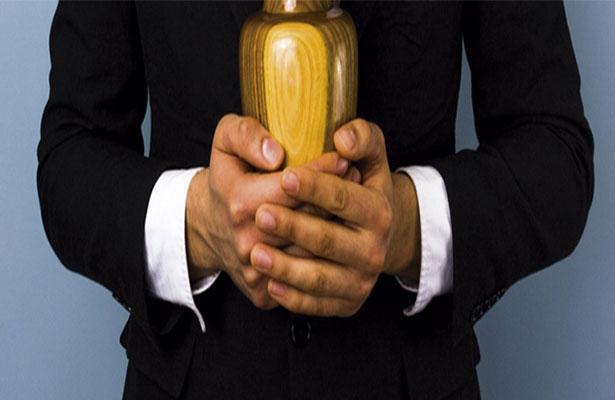 Iglesia católica prohíbe esparcir cenizas de los difuntos o tenerlas en casa