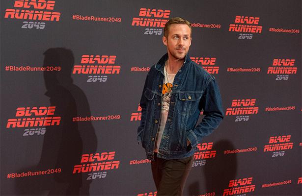 Captan a Ryan Gosling entre dos mujeres y ¿Eva Mendes?