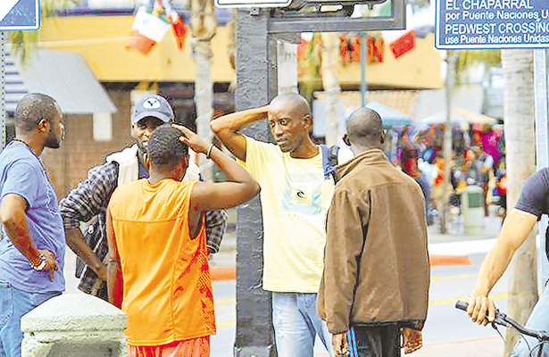 Haitianos se quedarán en BC por falta de fichas en EU