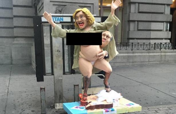 Aparece en las calles de NY estatua de Hillary desnuda