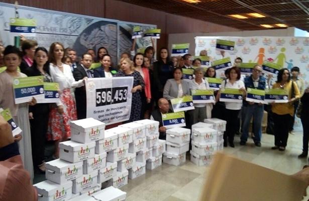 Frente por la Familia reúne casi 600 mil firmas contra matrimonio gay