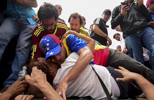 Protestas en Venezuela terminan con 20 heridos y 39 detenidos