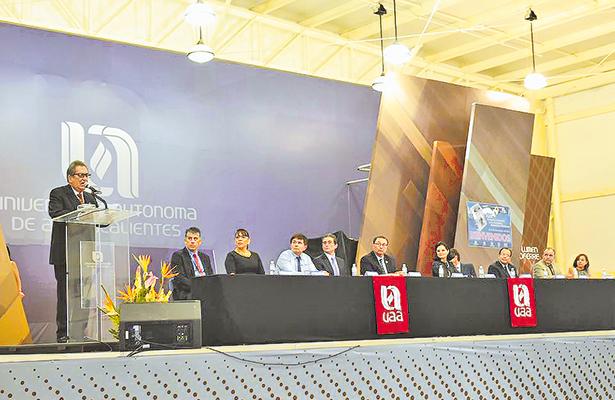 Reconocen trabajo de Carlos Lozano a favor de la UAA