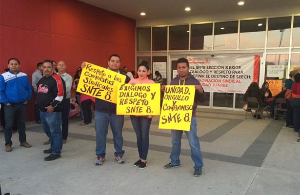 Maestros toman oficinas regionales en Chihuahua