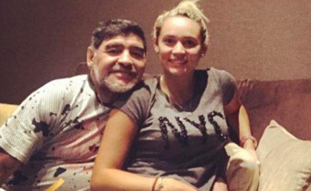 Novia de Maradona se niega a declarar, ya fue citada por la policía