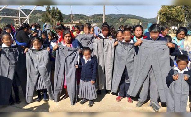 Dan uniformes de primaria gratuitos en talla extra grande