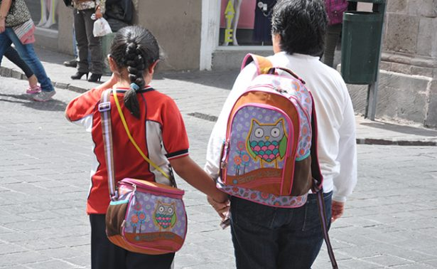 Padres de familia están de acuerdo por Mochila Segura