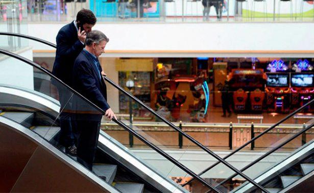 Juan Manuel Santos regresa al mismo lugar del atentado en Bogotá
