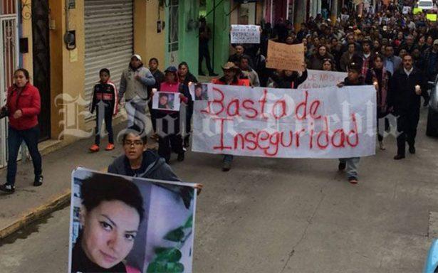 Claman justicia en marcha tras asesinato de profesora en Puebla