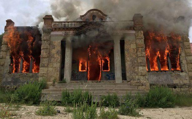 Incendian escuela y viejo templo de Santo Domingo en Chihuahua