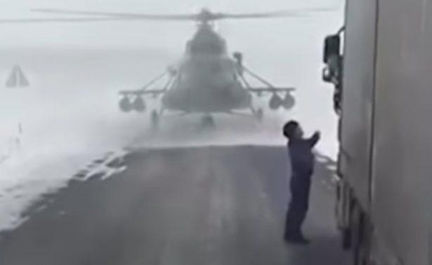 ¿Helicóptero perdido? aterriza para preguntar por dirección correcta