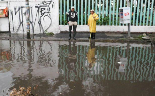 Iztapalapa emite alerta azul por lluvias; inundaciones afectan vialidad