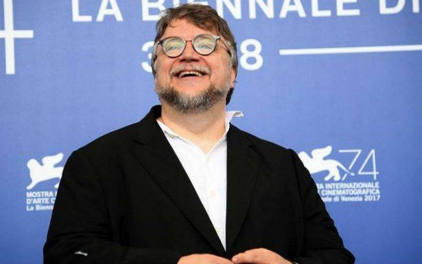 """¡Orgullo mexicano! Guillermo del Toro se lleva el León de Oro por """"The shape of water"""""""