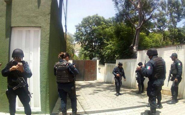 Localizan granada frente a la Escuela de Medicina en Oaxaca