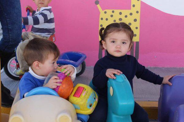 Centro de asistencia de desarrollo infantil lleva a cabo celebración para los niños