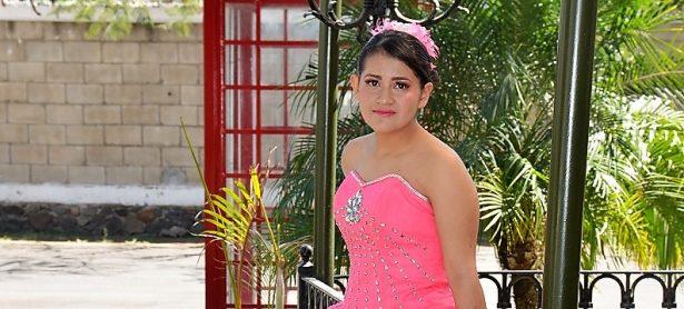 Daniela Fernanda cumple XV años
