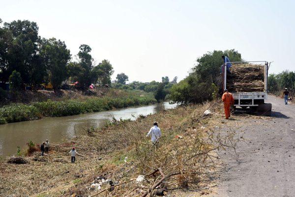 Piden no tirar basura a orillas del río Lerma