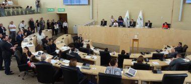 Aprueban reelección de legisladores y alcaldes