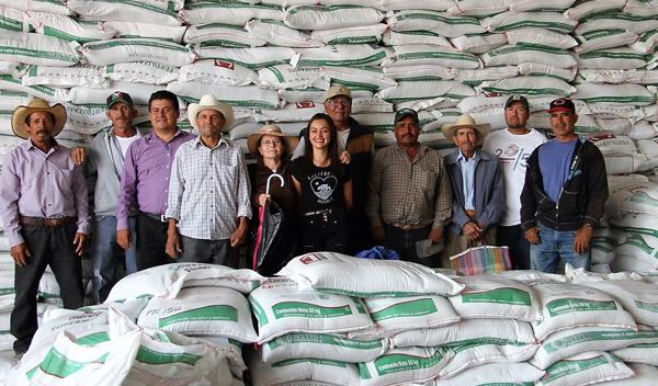 Continúa la entrega de insumos agrícolas