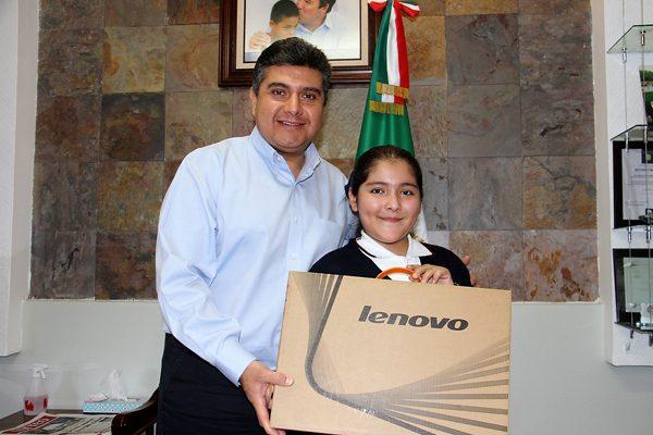 Refrenda Manuel Granados su compromiso con la educación