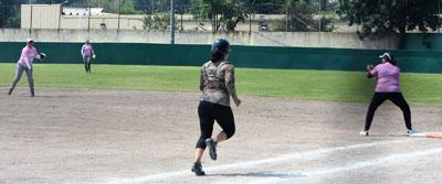 Águilas y Ángeles blanquean en softbol femenil petrolero
