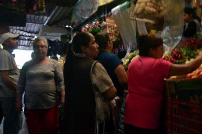 Cadenas de supermercado no merman ventas de comerciantes locales