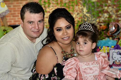 Festeja sus tres añitos Alanie Annel