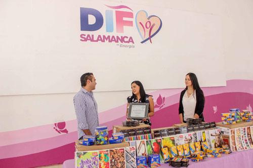 Recibe DIF donativo de útiles para los más necesitados
