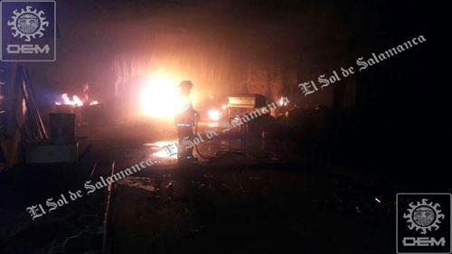 Se incendia taller de ataúdes en colonia 4 de Altamira