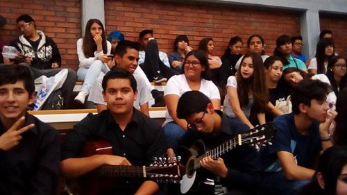 Jóvenes preparatorianos reciben plática motivacional