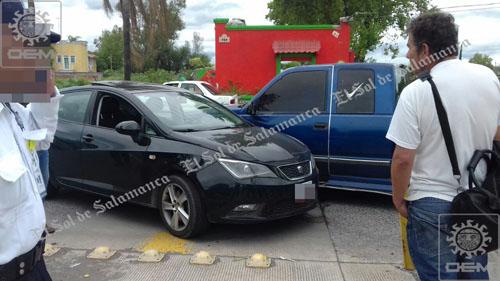 Dos personas con lesiones leves y daños materiales en choque