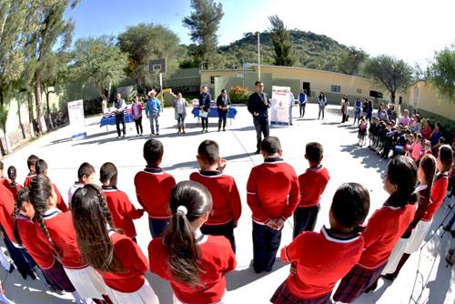 Zapato escolar a los niños de El Estanco
