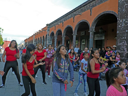 Realizan evento Zumba Mexicana