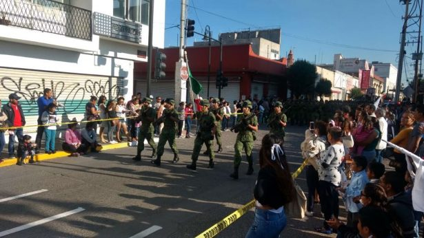 Con desfile conmemoran la Independencia de México