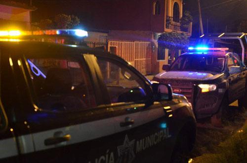 Frustran robo a comercio y ladrones dejan motocicleta con reporte de robo