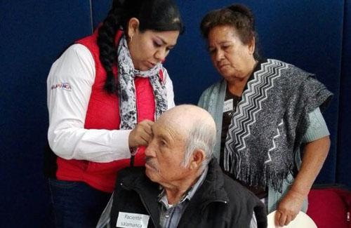Entregan aparatos auditivos a personas con discapacidad