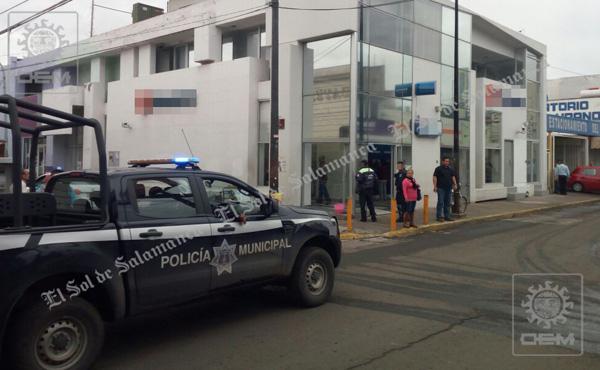 Grupo armado perpetra asalto a sucursal bancaria
