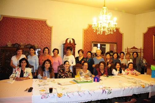 Festejan 46 años de amistad