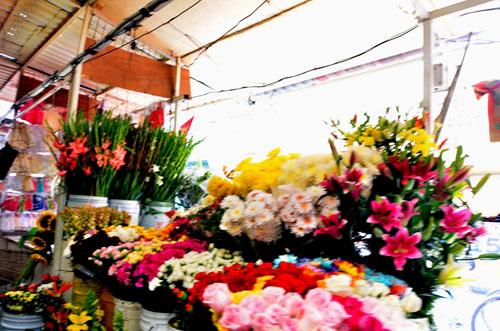 Sufren flores primera escalada previo a festividades de día de muertos y fieles difuntos