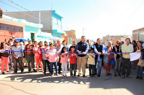 Inaugura alcalde 10 calles