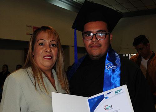 Se gradúa Luis Antonio