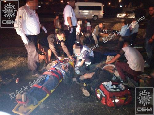Dieciséis obreros lesionados en volcadura