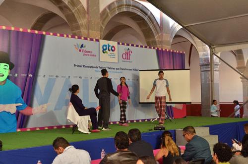 Premian a los tres primeros lugares del concurso Valores que Transforman Vidas