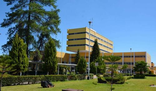 Sufren jubilados por desabasto de medicinas en el Hospital Regional