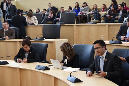 Sin debate, aprueban Paquete Fiscal 2018
