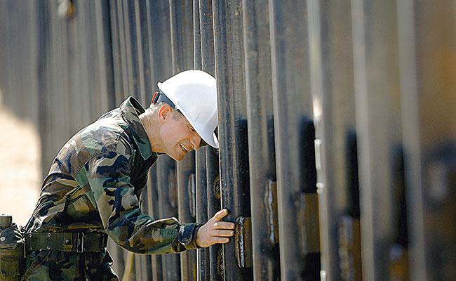 En secreto, Trumpprepara primer tramo del muro en la frontera