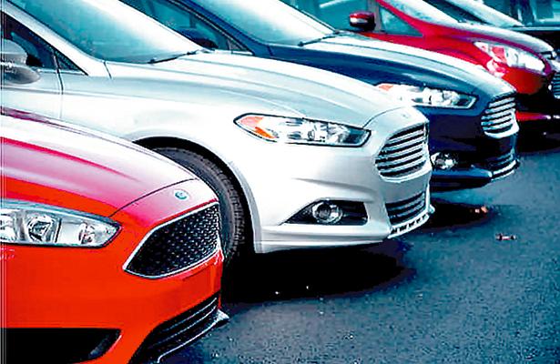 Prevén caída de 1% en la venta de autos en EU