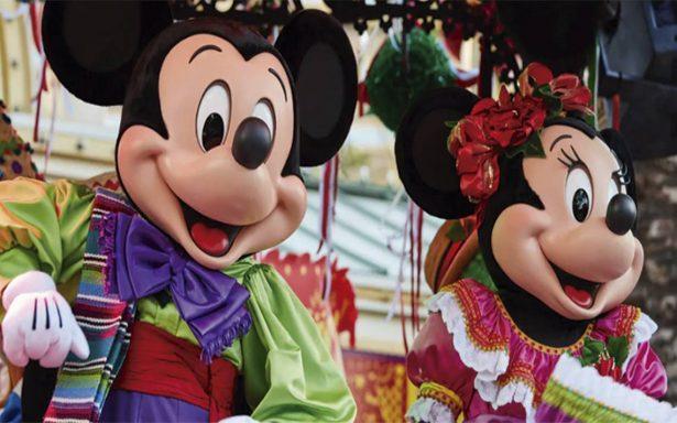 Disneylandia abre celebración navideña con toque mexicano