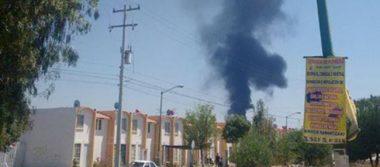 Incendio frente a la Querétaro-Irapuato deja dos heridos