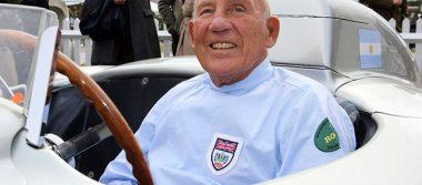 Expiloto de F1, Stirling Moss, hospitalizado por infección respiratoria